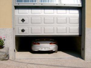 Portone-sezionale-da-garage-IRIS-Stucco-grigio-RAL-9006-min