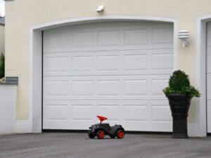Portone-sezionale-da-garage-IRIS-Woodgrain-bianco-C81-min
