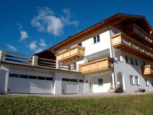 Portone-sezionale-da-garage-SIRIO-Woodgrain-bianco-C81-Visa-02-min