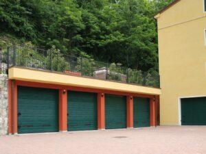 Portone-sezionale-da-garage-SIRIO-Woodgrain-verde-RAL-6005-01-min