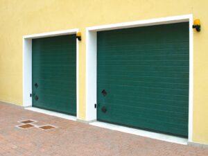 Portone-sezionale-da-garage-SIRIO-Woodgrain-verde-RAL-6005-min
