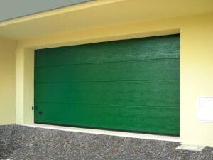 Portone-sezionale-da-garage-SIRIO-Woodgrain-verde-RAL-min